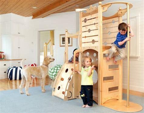 Kinderzimmer Gestalten Klettern by Kinderzimmer Gestalten Bett Spielplatz Naturholz