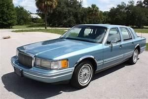 1993 Lincoln Towncar Executive Immaculate Condition Florida No Reserve   For Sale  Photos