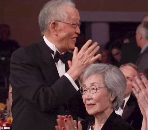 sandra oh acceptance speech sandra oh s parents go viral with reaction to her golden
