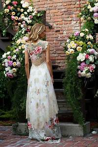 Fantastic floral wedding dresses chwv for Floral embroidered wedding dress
