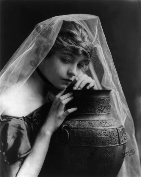 Biography - The Official Licensing Website of Lillian Gish