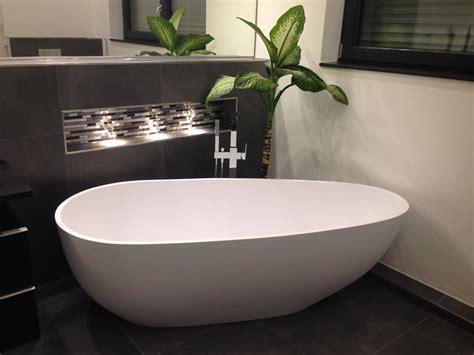 In Der Badewanne by Freistehende Badewanne Luino Grande Mineralguss Oval