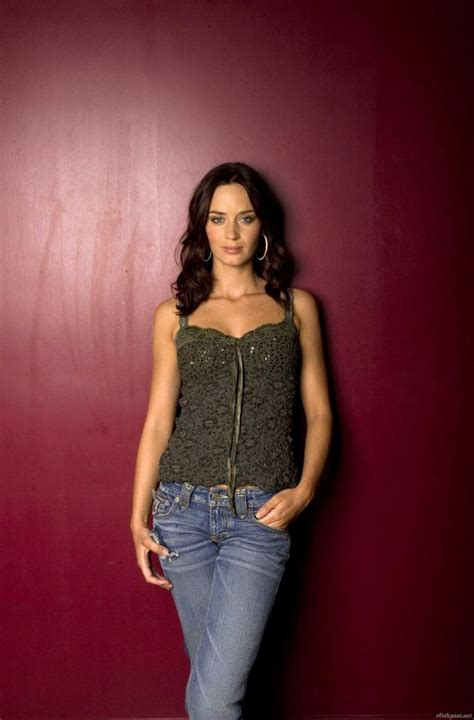 hottest   emily blunt barnorama