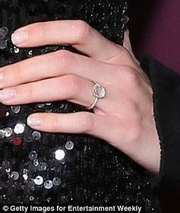 Mandy Moore flashes her diamond engagement ring
