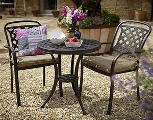 Patio table and chairs for small spaces patio patio for Patio table and chairs for small spaces