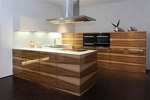 Küche Modern Mit Kochinsel Holz : ausstellungsk chensuche das portal f r g nstige ausstellungsk chen ~ Bigdaddyawards.com Haus und Dekorationen