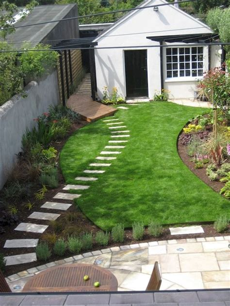 Small Backyard Landscaping Ideas On A Budget by Best 25 Small Front Yards Ideas On Small
