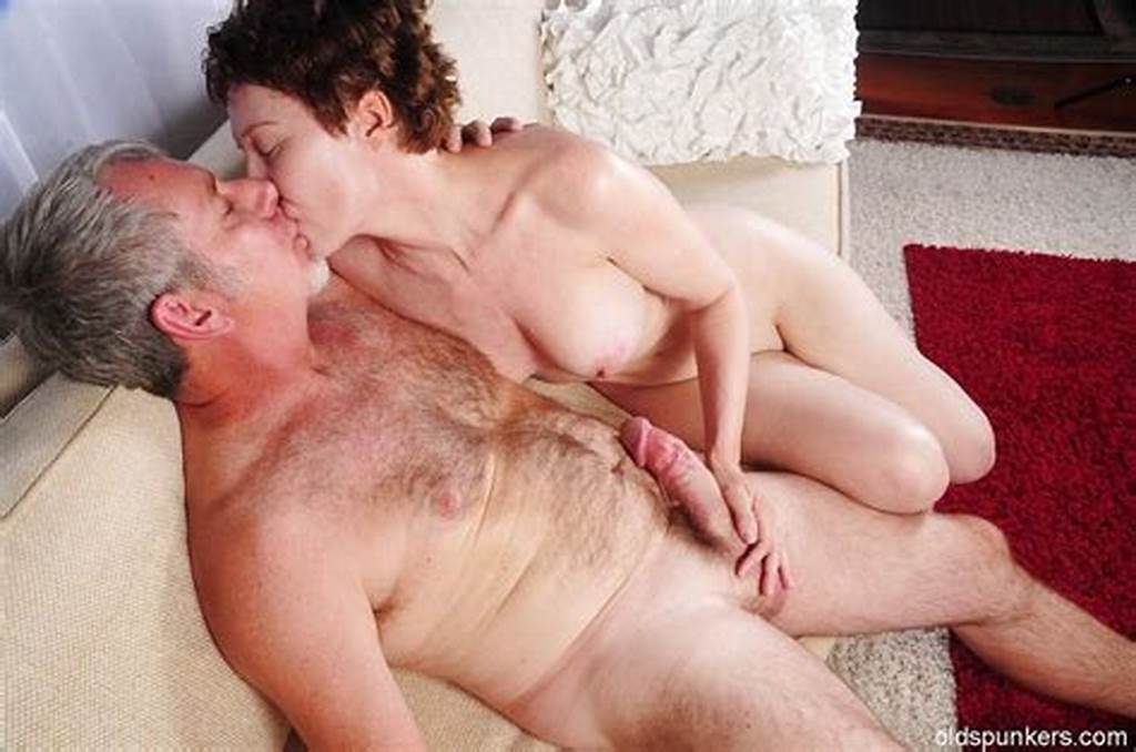 #Short #Haired #Granny #Dalny #Dose #Blowjob #And #Handjob #To #Her