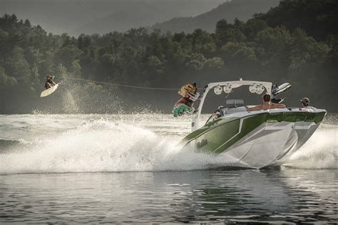 Malibu Boats Loudon Tn Careers by Malibu Maximizes Style Wakes And Family Time With The New