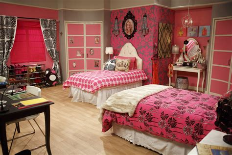 Steal Lexi's Pink And Black Bedroom From 'ant Farm' M