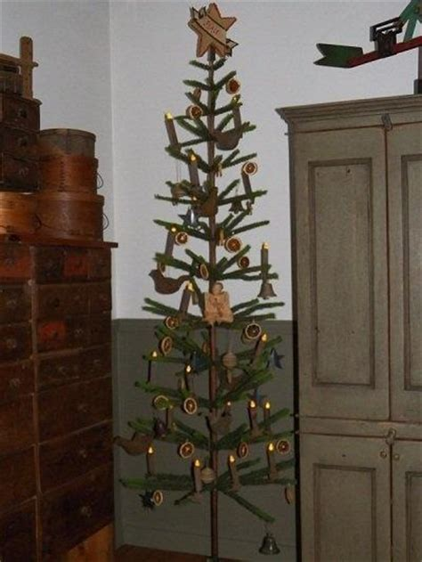 love this primitive tree primitive colonial christmas