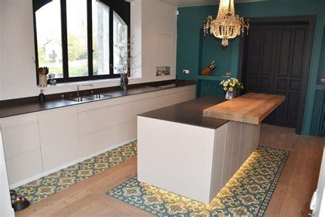 cuisine avec sol parquet bande de carrelage avec parquet cuisine cuisishop sols meilleures idées