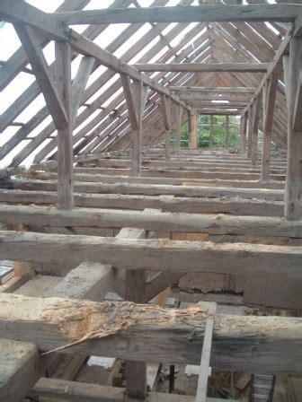 holzwurm bekämpfen dachstuhl holzwurm im dachstuhl holzw rmer im dachstuhl angriff der haus und holzw rmer im dachstuhl