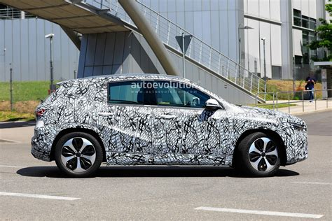 mercedes gla class spied  amg  kit