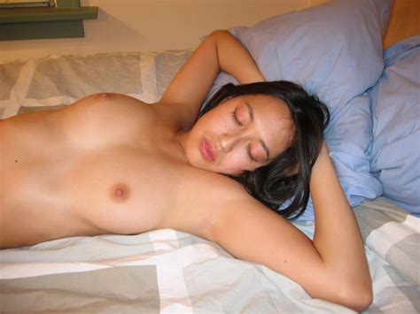 Amateur Asian Sleeps Naked At Hotel Bed — Asian Sexiest