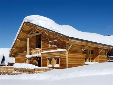 bonnepierre altitude1880m 224 l alpe d huez bordure de piste terrasse is 232 re abritel