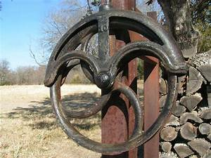OLD Farmhouse Iron Water Well PULLEY Wheel 10 bz - Primitives