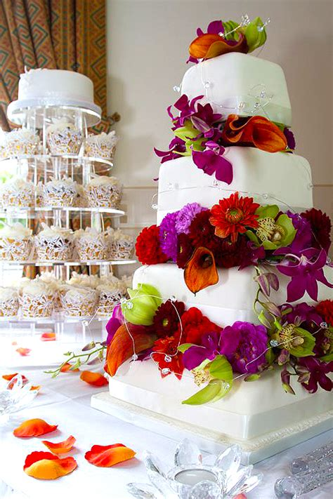 Unique And Totally Stunning Wedding Cakes The English
