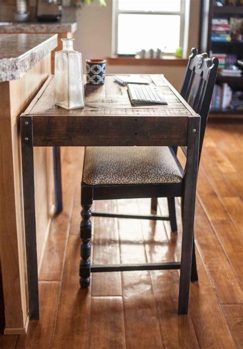 la vie en bureau chef un grand petit bureau en bois repurposed dune palette a