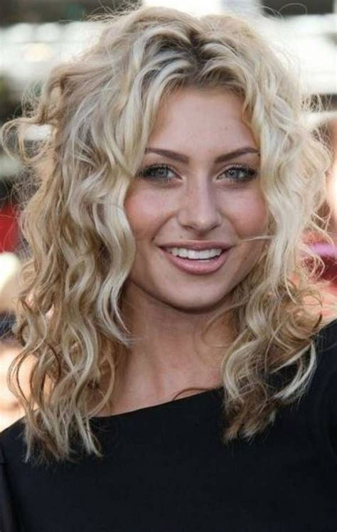 25+ Best Curly Short Hairstyles For Round Faces Medium