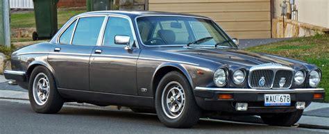 1986-1988 Daimler Double Six Sedan 01.jpg