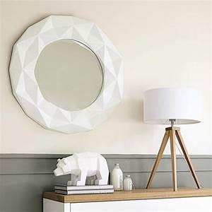 Runde Spiegel Mit Rahmen : spiegel fubuki rund mit rahmen aus kunstharz d 79 cm wei maisons du monde ~ Bigdaddyawards.com Haus und Dekorationen