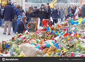 Aktuelle Blumen Im April : viele blumen im zentrum von stockholm aus menschen respekt redaktionelles stockfoto hans chr ~ Markanthonyermac.com Haus und Dekorationen