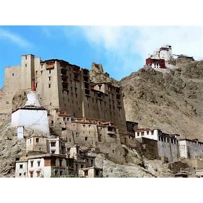 Namagyal Tsemo fort and monastery towers above the Leh palace
