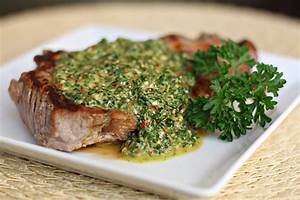 Chimichurri, una salsa para acompañar el asado – ASADACHO ...