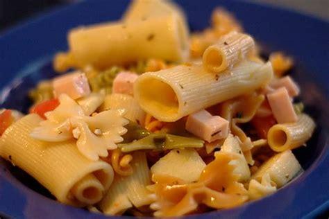 noodles  pasta difference  comparison diffen