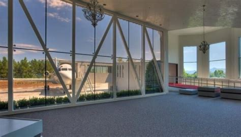 Lasvegasā pārdod māju ar privātu lidostu - DELFI