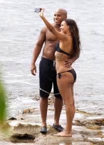 samantha mathis bikini samantha mumba wear black bikini in hawaii 07 gotceleb