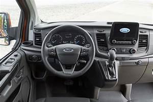Nouveau Ford Custom : new ford transit custom for 2018 info and pictures of facelift for uk s best selling van parkers ~ Medecine-chirurgie-esthetiques.com Avis de Voitures