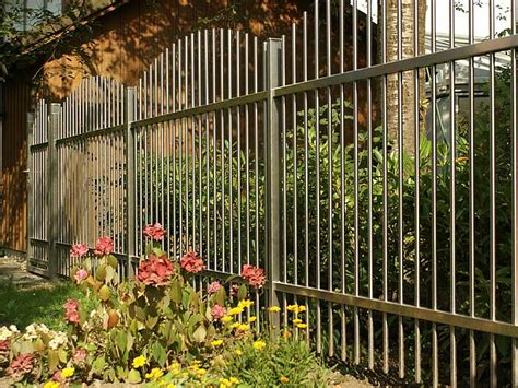 Besondere Gartenzaeune Romantisch Begruent Oder Moderner Edelstahl 10gartenzaeune zaunteam bauen de