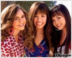 Alyson Stoner,Demi Lovato & Anna Maria Perez De Tagle ...
