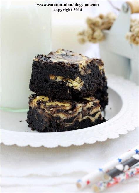 Cheese cake kali ini tidak perlu dimixer ataupun dioven, karena hanya dengan mengukus bisa menghasilkan cheese cake yang ngeju dan lembut ala2 breadtalk, bagaimana cara membuatnya? CHEESE CAKE BROWNIES (Dengan gambar) | Kue, Resep kue, Makanan
