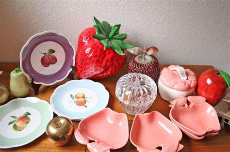 Modish Vintage Mixed Fruit Kitchen Décor
