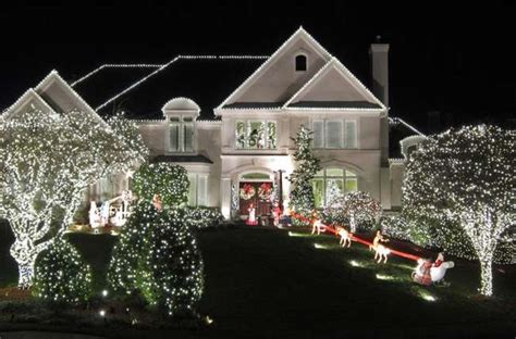 install christmas decorations on roof 25 mesmerizing outdoor lighting ideas