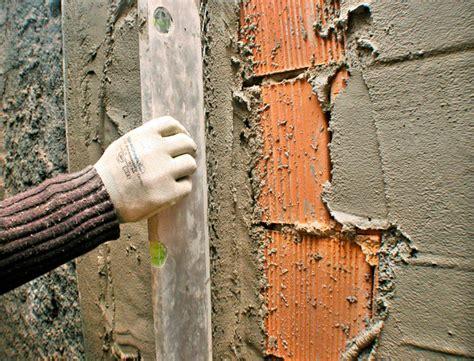 come rasare un soffitto intonacare una parete come applicare l intonaco in modo