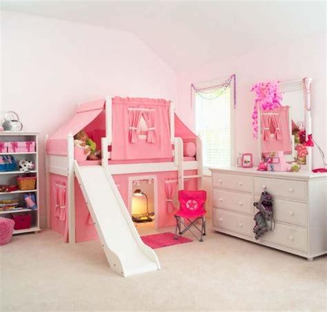 chambre pour enfants chambre pour enfant avec un lit mezzanine et toboggan