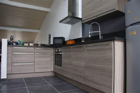 cuisine grise plan de travail noir incroyable cuisine grise plan de travail noir 1 233quipe des cuisines aviva evtod