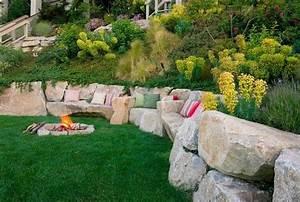 schone landschaft im garten kieselsteine und flusssteine With feuerstelle garten mit balkon fenster einbauen