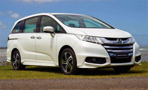 Americans Watch As Honda Launches High-mpg Odyssey Hybrid