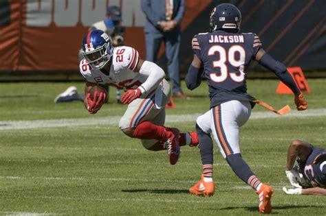 saquon barkley suffers knee injury  bears top giants