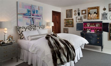 give character   bedroom   painting
