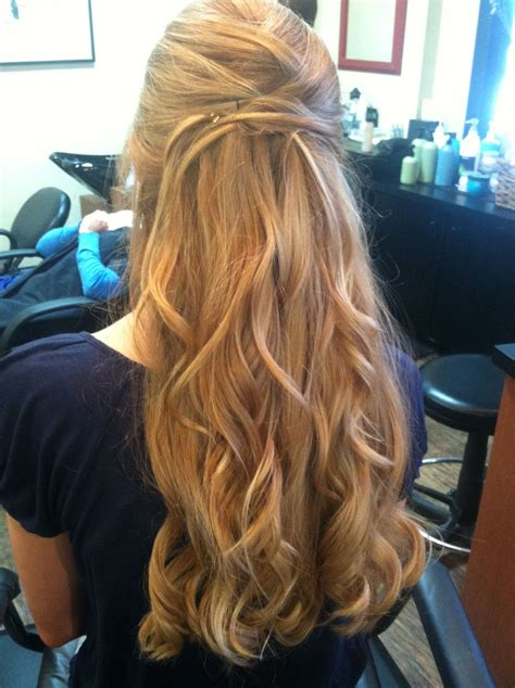 soft curls half up half down hairstyle wedding hair