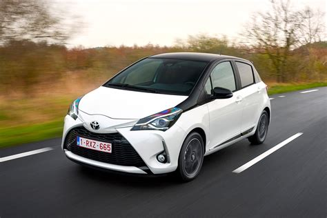 toyota yaris  review auto express
