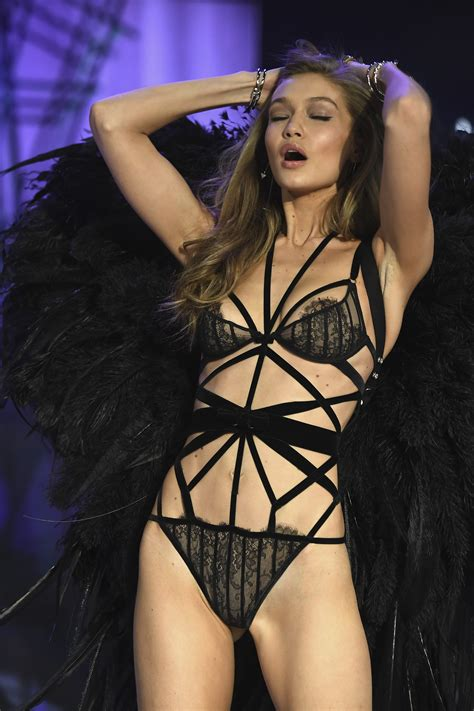 gigi hadid wardrobe malfunction    missed