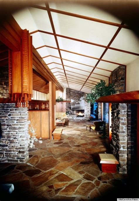 walton family home       house  walmarts founder  built