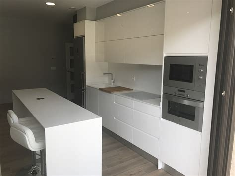 cocina lacada blanco brillo  tirador integrado myc